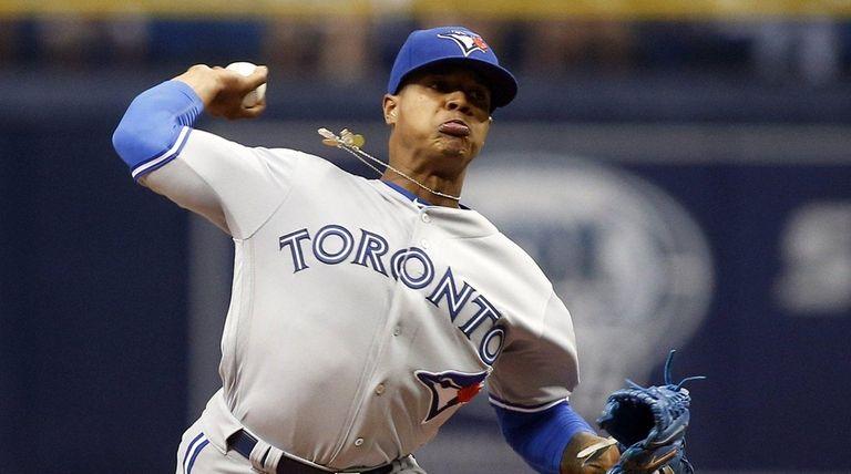 Marcus Stroman of the Toronto Blue Jays pitches