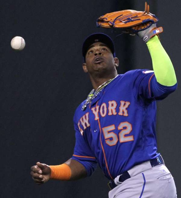 New York Mets left fielder Yoenis Cespedes (52)