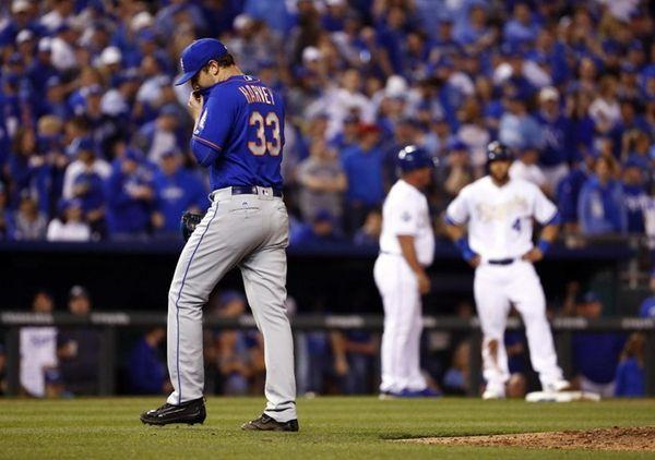 Mets starting pitcher Matt Harvey #33 walks