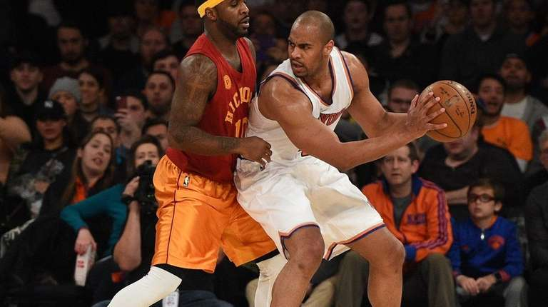 Knicks guard Arron Afflalo is defended by Indiana