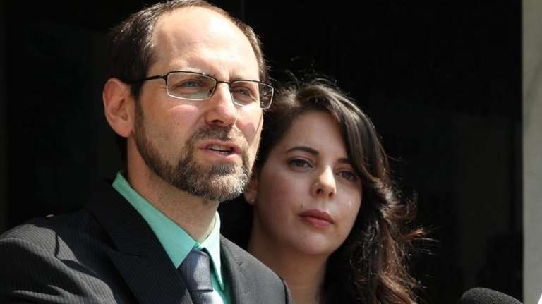 Jesse Friedman, with his wife Lisabeth, announces on