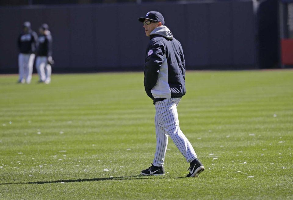 New York Yankees manager Joe Girardi (28) walks