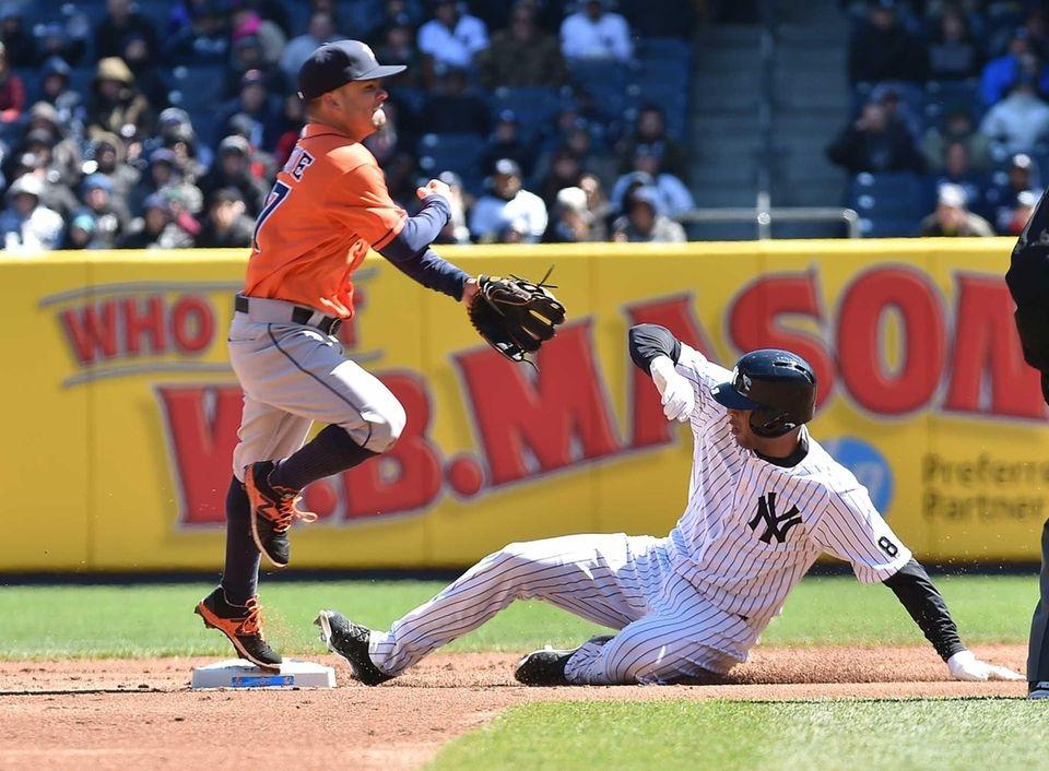 Houston Astros second baseman Jose Altuve (27) complete