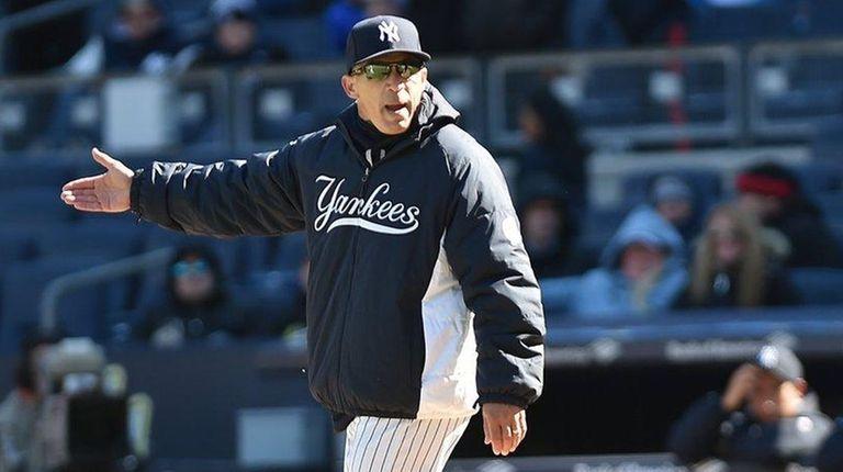 New York Yankees manager Joe Girardi argues a