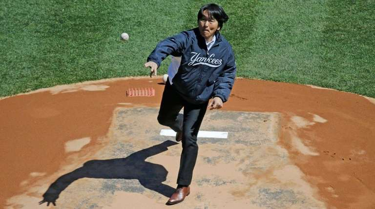 Former Yankee Hideki Matsui throws out the ceremonial