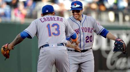 New York Mets shortstop Asdrubal Cabrera (13)