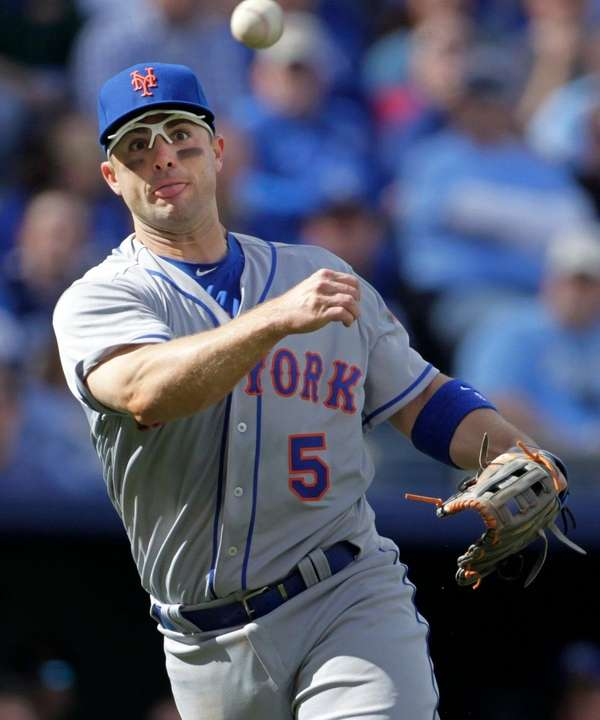 New York Mets third baseman David Wright throws