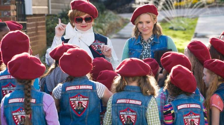 Melissa McCarthy, left, and Kristen Bell have a
