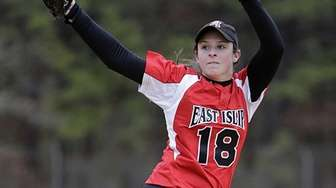 East islip staarting pitcher Courteny greene (18) delivers