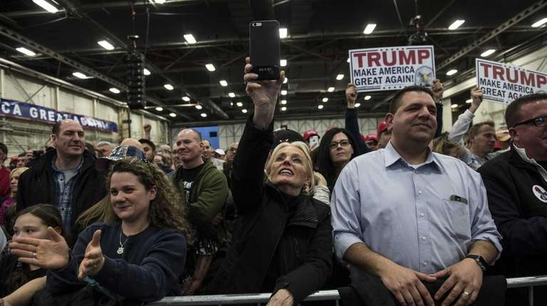 BETHPAGE, NEW YORK - APRIL 06: Supporters cheer