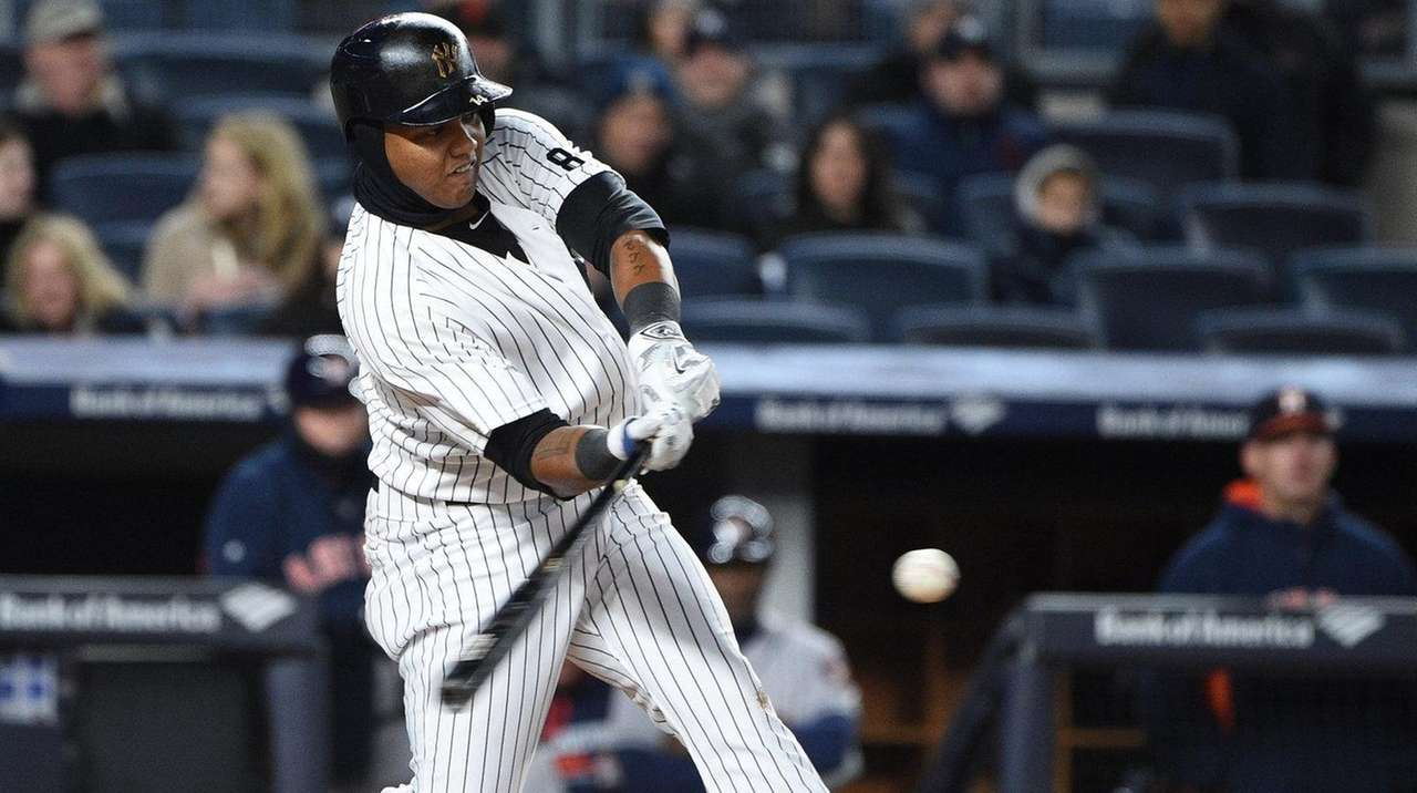 New York Yankees second baseman Starlin Castro hits
