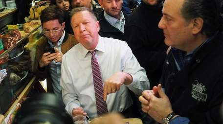 Republican presidential candidate John Kasich stops for lunch