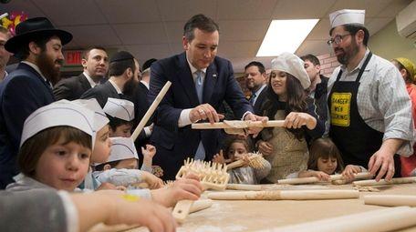 Presidential candidate Sen. Ted Cruz (R-Texas) makes matzo