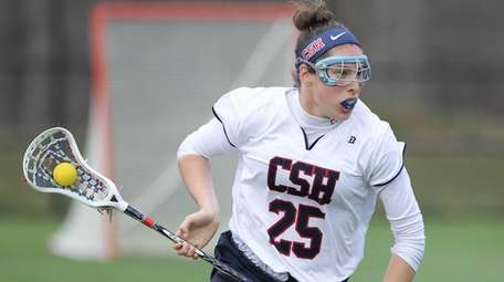 Cold Spring Harbor's Caroline Kiernan brings the ball