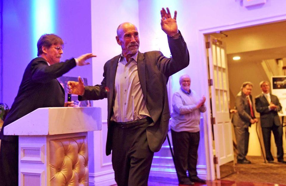 Islanders alumnus Bob Nystrom is introduced during an
