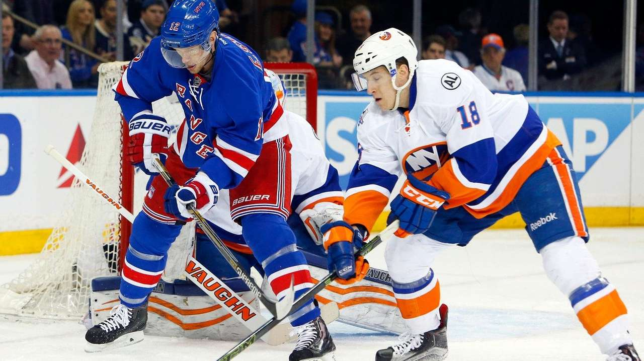 Ryan Strome, right, of the New York Islanders