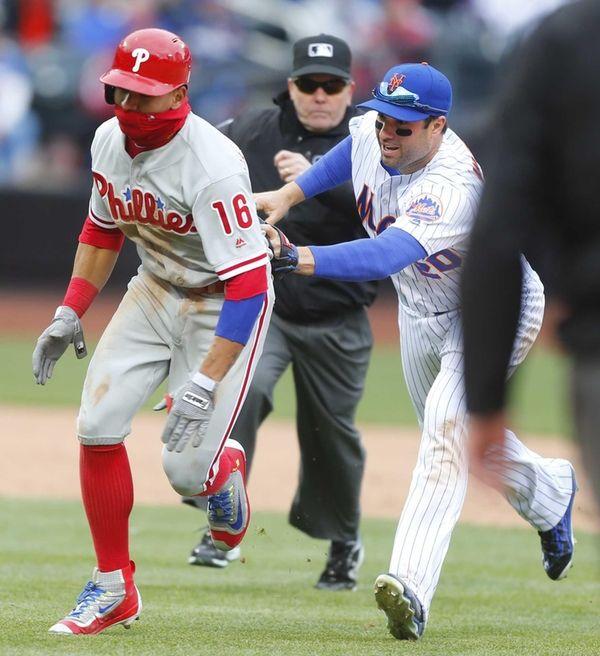 New York Mets second baseman Neil Walker (20)