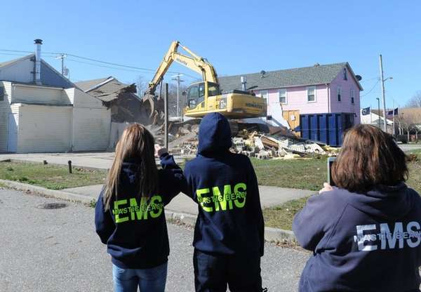 Mastic Beach paramedics watch demolition at 343 Neighborhood