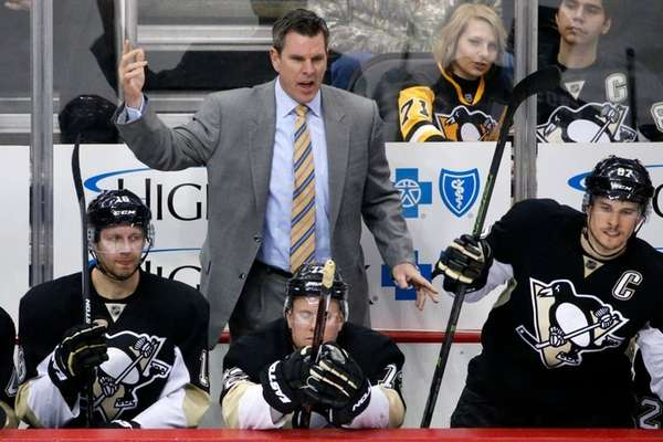 Pittsburgh Penguins' Mike Sullivan pulls goalie Marc-Andre Fleury