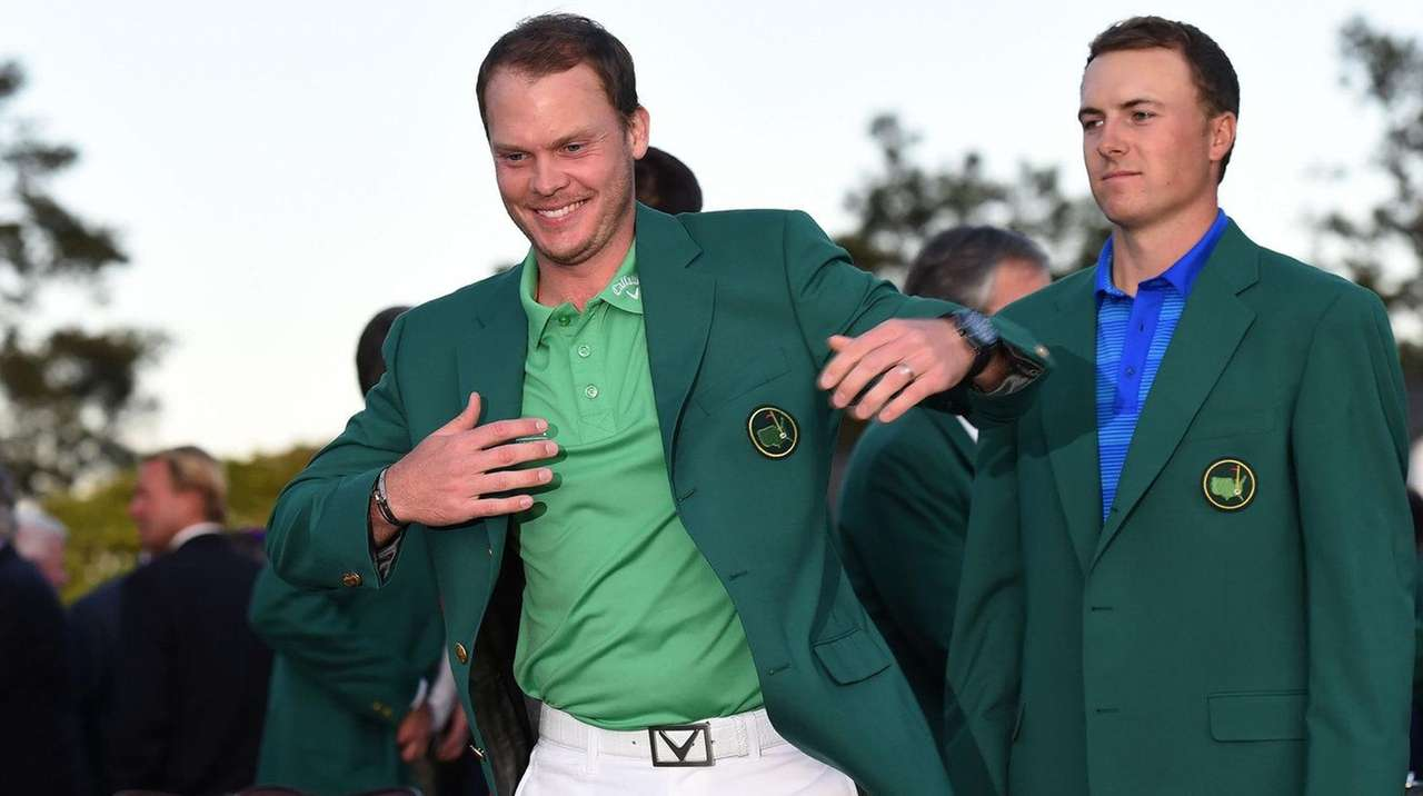Jordan Spieth, right, presents the Green Jacket