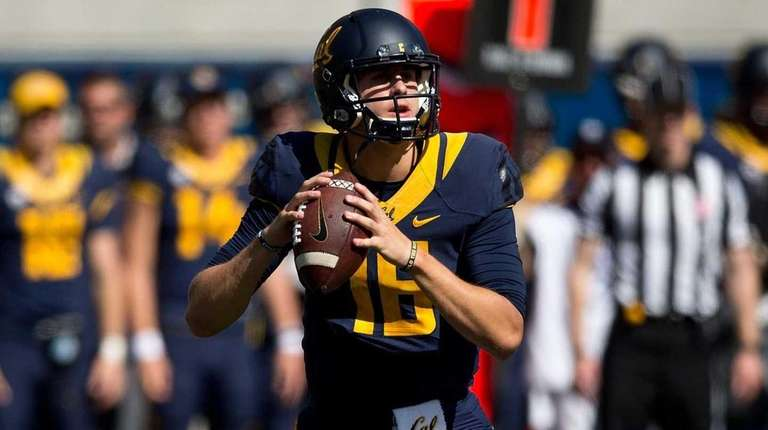 Quarterback Jared Goff of the California Golden