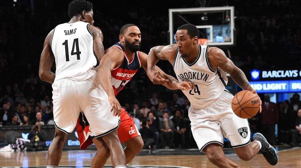 Brooklyn Nets guard Rondae Hollis-Jefferson drives the