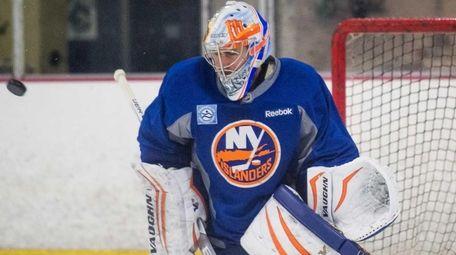 New York Islanders goalie Thomas Greiss (1) makes