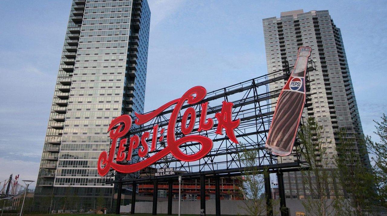 Pepsi Cola sign in Gantry Plaza State Park