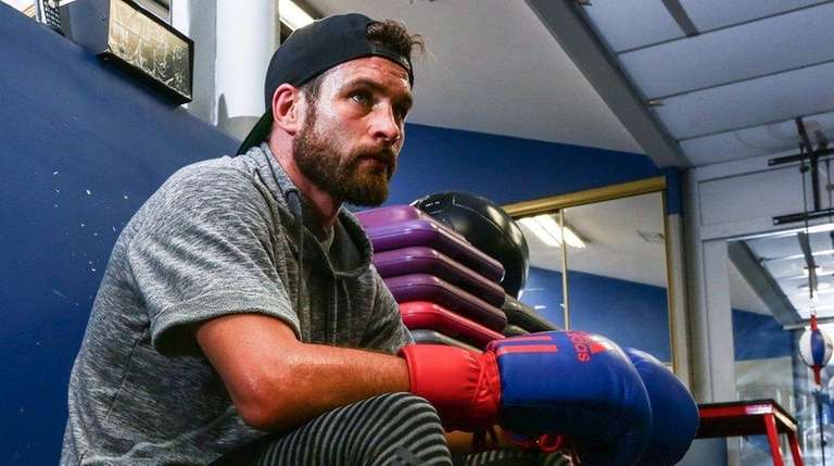 Welterweight Chris Algieri trains at the Bellmore Kickboxing