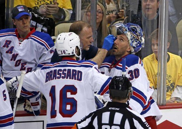 New York Rangers goalie Henrik Lundqvist (30) is