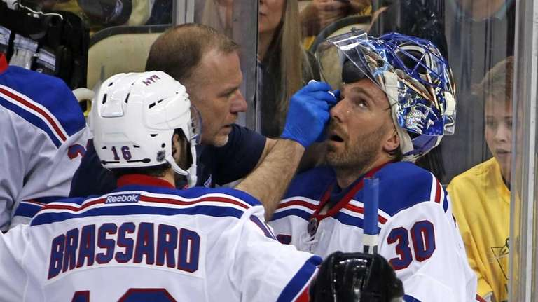 New York Rangers goalie Henrik Lundqvist (30) is