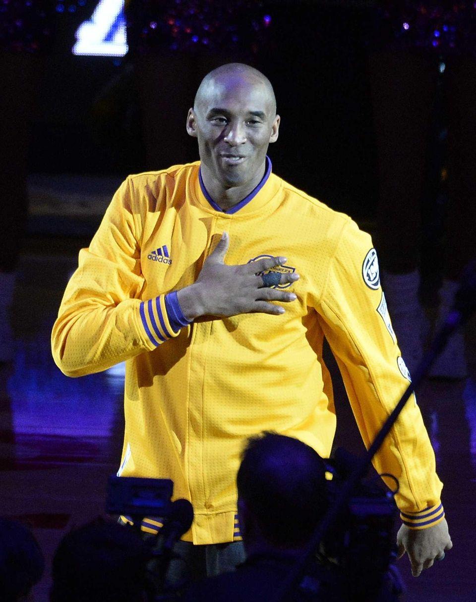 epa05257933 Los Angeles Lakers Kobe Bryant acknowledges fans