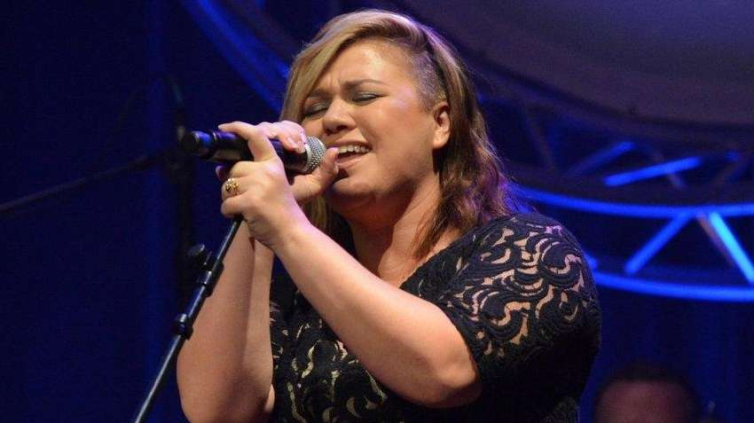 Kelly Clarkson announced the arrival of her second