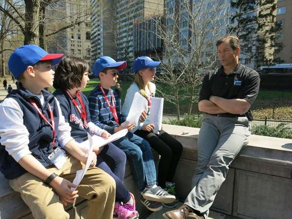 Mike Richter talks with Kidsday reporters from left,