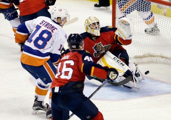 New York Islanders center Ryan Strome (18) scores