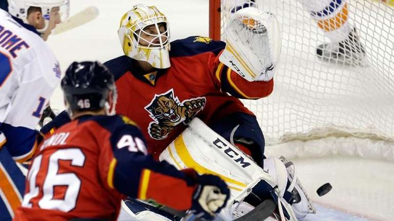 Panthers Roberto Luongo Back In Goal For Game 2 Vs Islanders Newsday