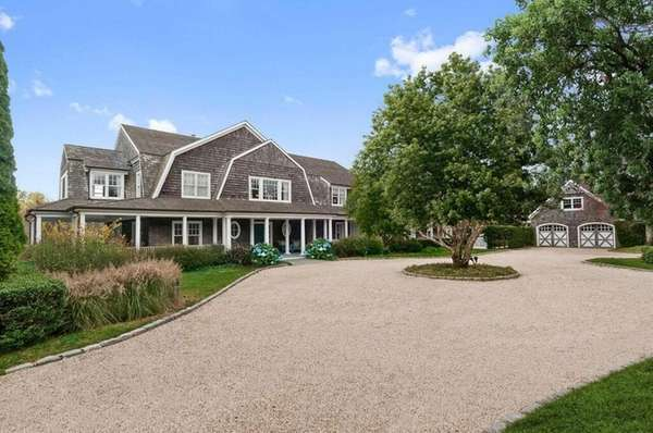 This Water Mill property, on a premium location