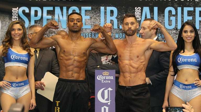 Errol Spence (left) and Chris Algieri pose