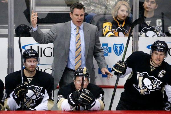 Pittsburgh Penguins' Mike Sullivan pulls goalie Marc-Andre Fleury