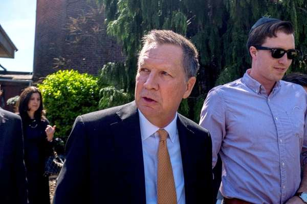 Republican presidential candidate Ohio Gov. John Kasich meets