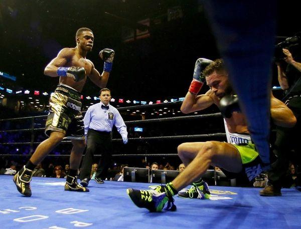 Errol Spence Jr. knocks out Chris Algieri in