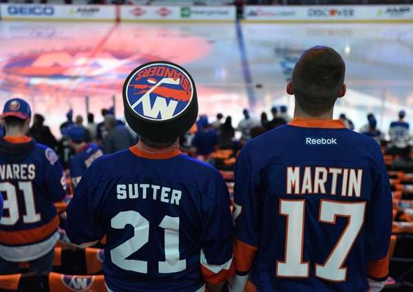 New York Islanders fans wait for the start