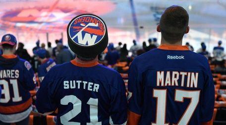 New York Islanders fans wait for the start