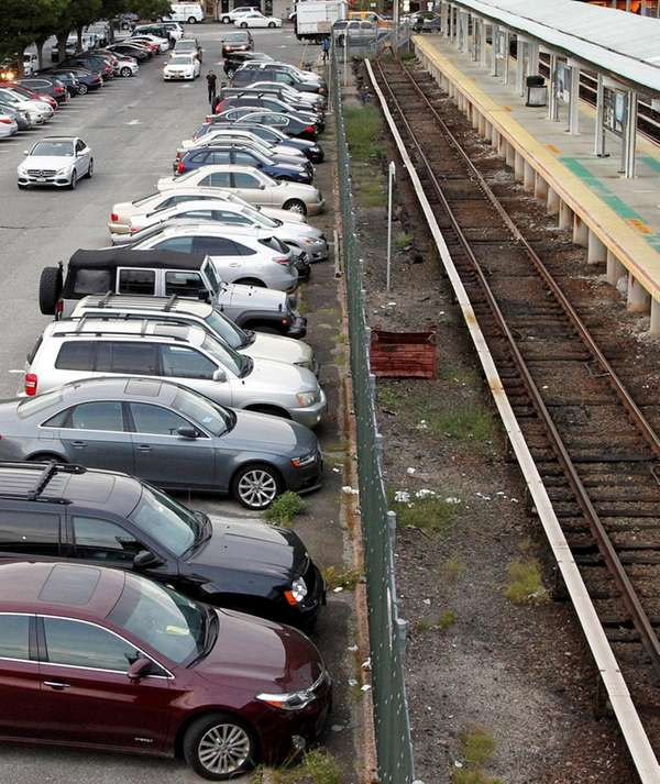 Daily fees to park in Port Washington's commuter
