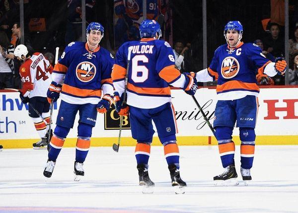 New York Islanders center John Tavares, right, reacts