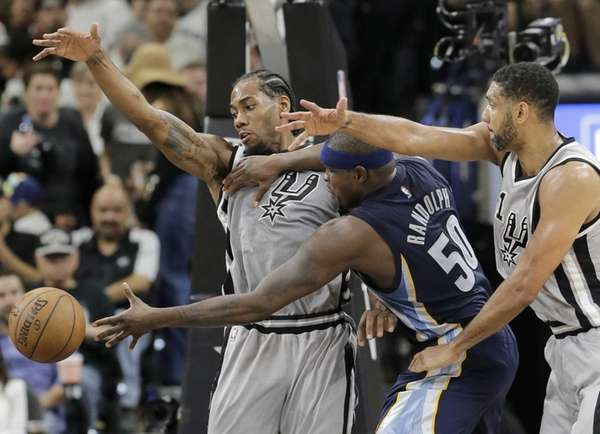 Memphis Grizzlies forward Zach Randolph is pressured by