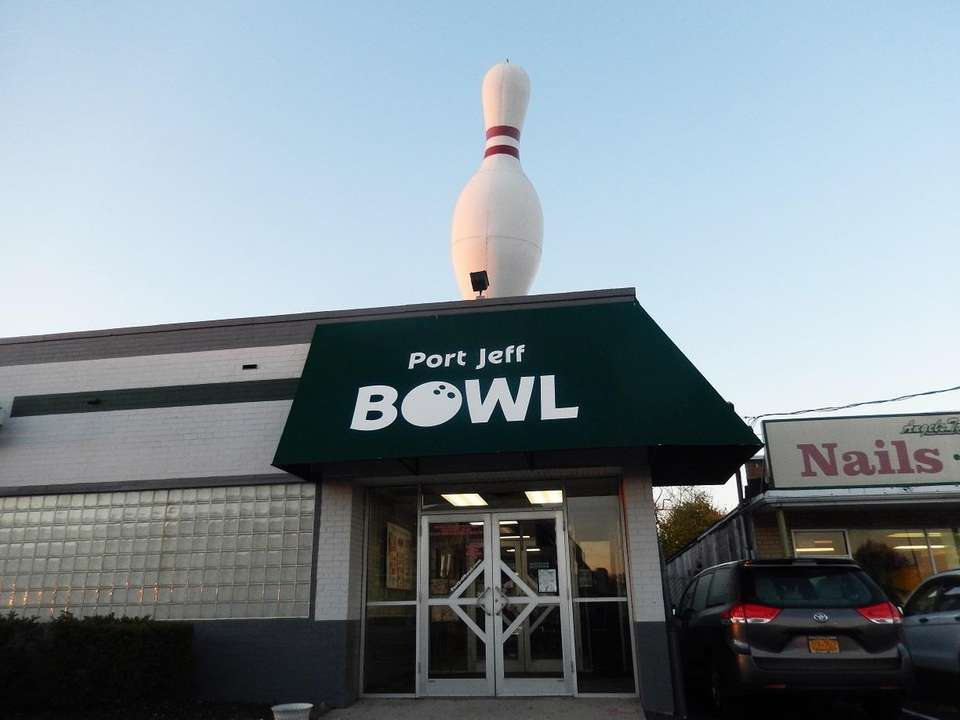 On Mother's Day, mom bowl for free at