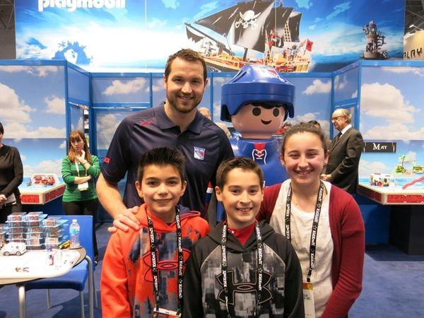 Rangers left winger Rick Nash with Kidsday reporters,
