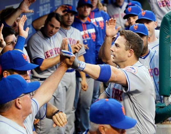 New York Mets' David Wright returns to high-fives