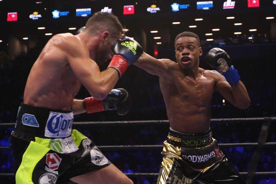 Errol Spence Jr. defeated Chris Algieri by TKO